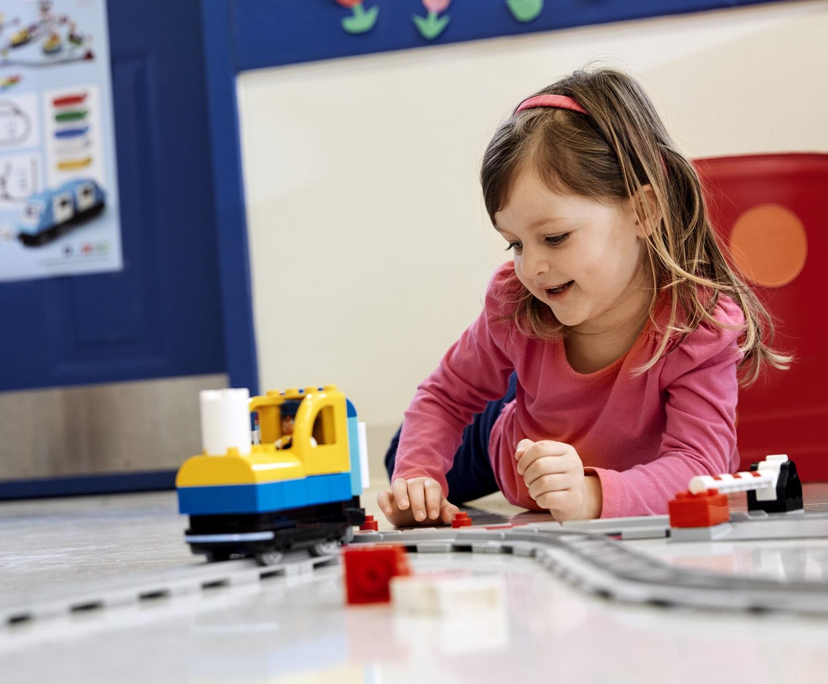 lego duplo coding express pociąg do kodowania w przedszkolu